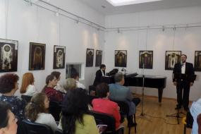 Македонската вечер со баритонот Ристе Велков, поетот Томе Велков и ликовниот уметник Марјан Ѕин (фотографија)